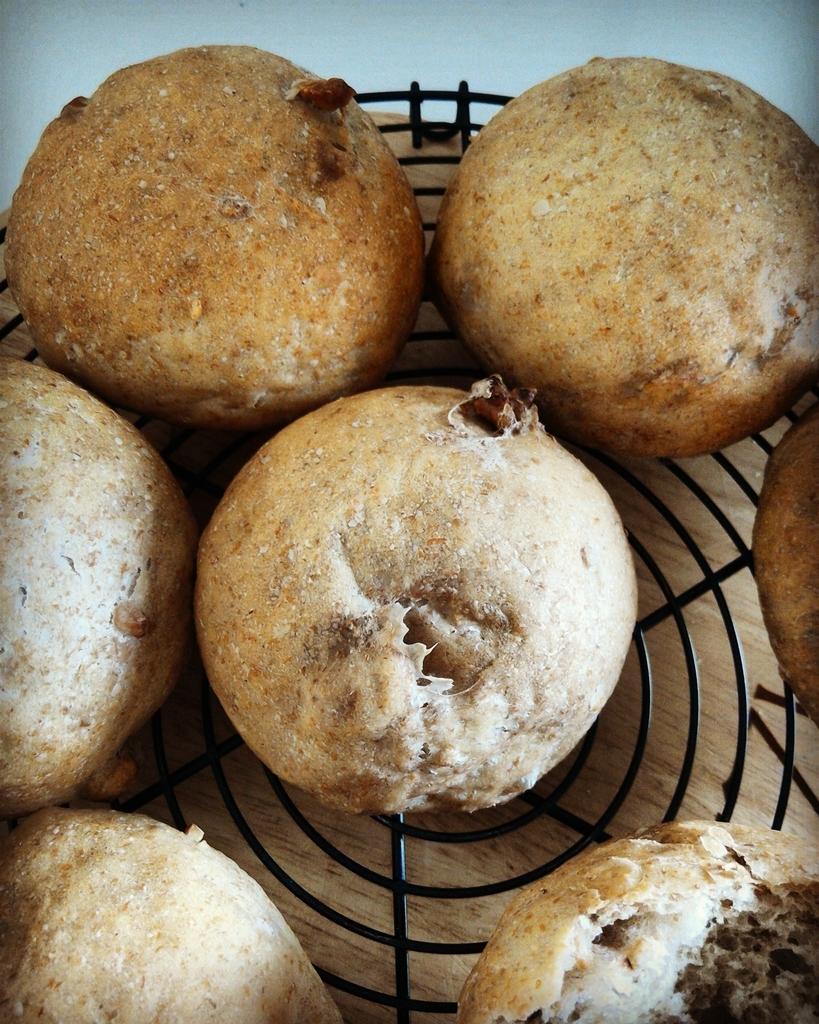 手作りのライ麦胡桃パン