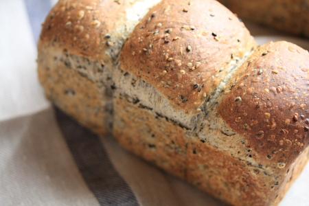 手作りのごま食パン