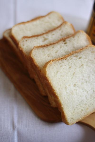 スライスした角食パン