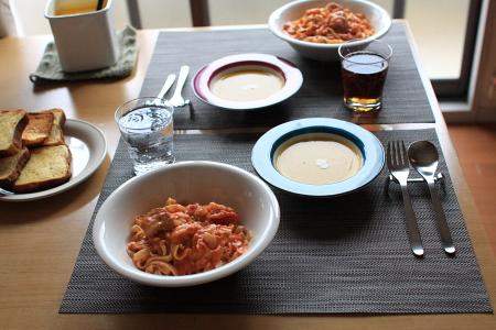 かぼちゃスープとトマトのクリームパスタ