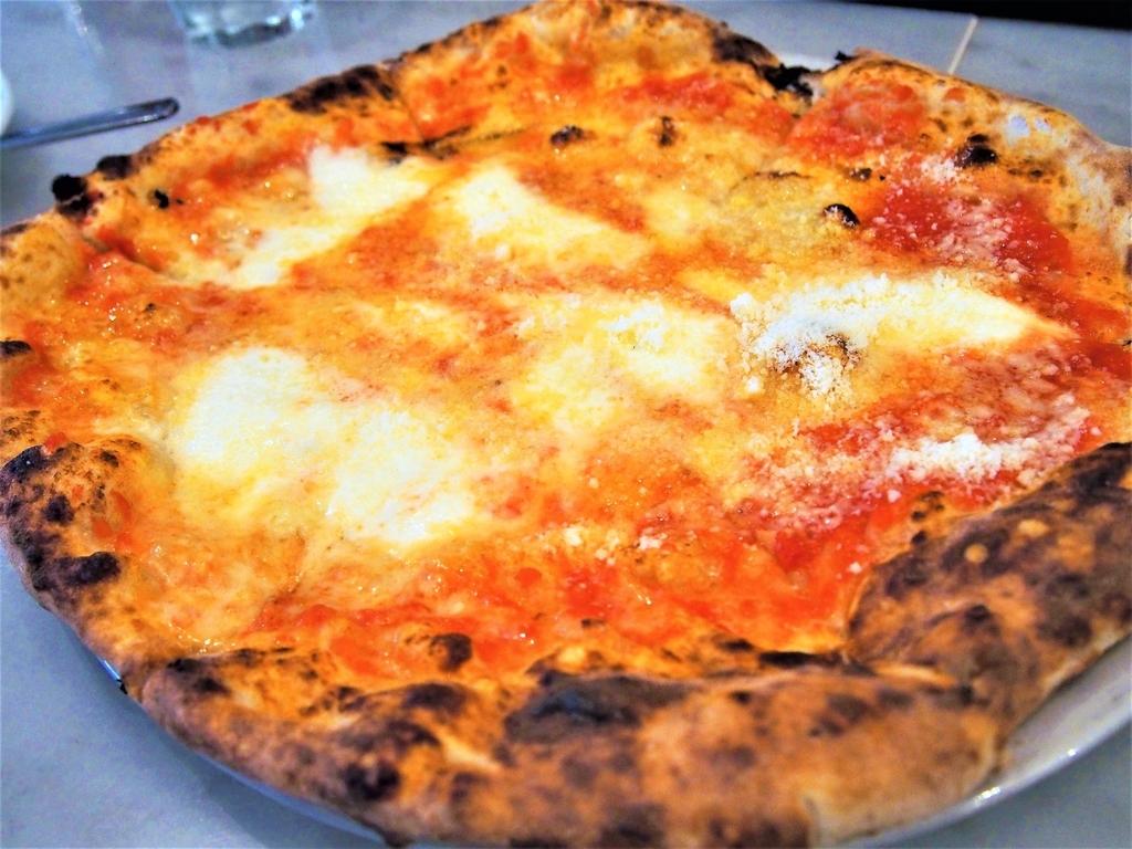 神戸のランチタイムのピザ