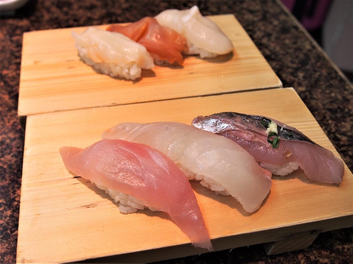 熱海の寿司屋の貝3点盛りと磯丸3点盛り