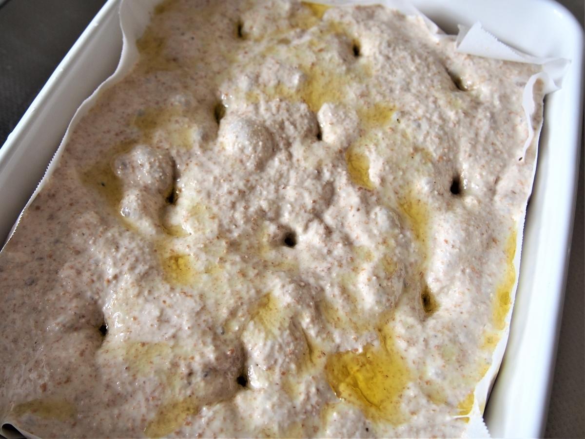 全粒粉入りのパン生地を二次発酵させているところ