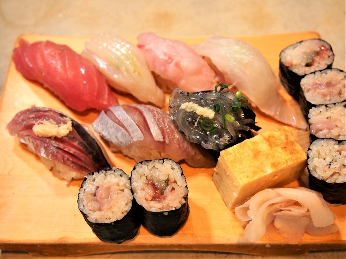 天史朗寿司の店主おまかせ地魚にぎり