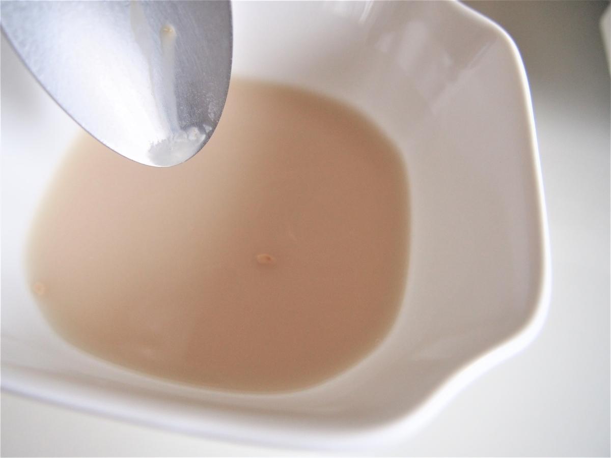 ぬるま湯に溶いた状態の白神こだま酵母