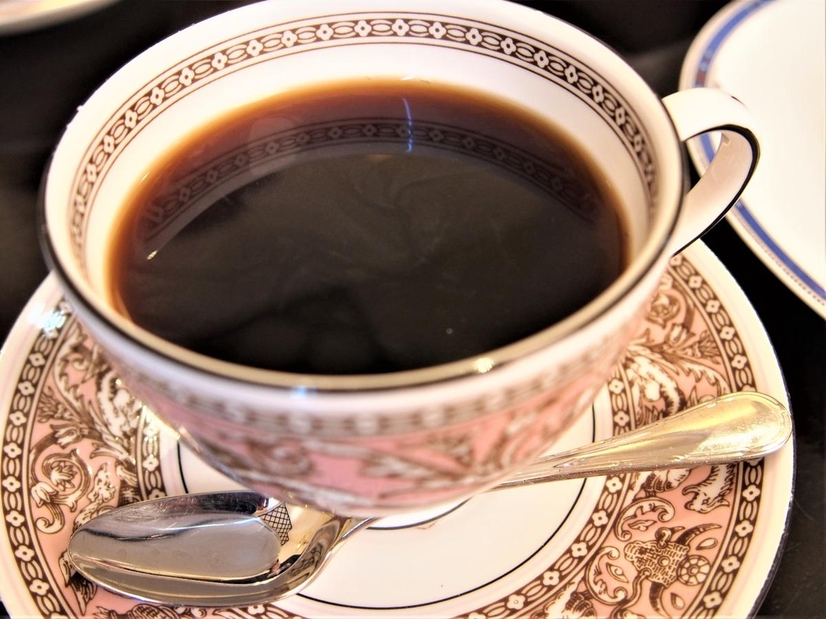 カフェラミル横浜元町店のブレンドコーヒーをウェッジウッドで