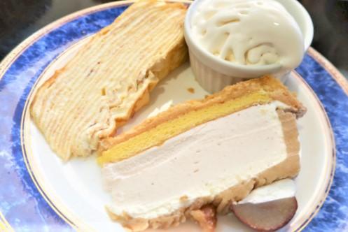 モンブランとミルクレープのケーキセット、ソフトクリーム付き