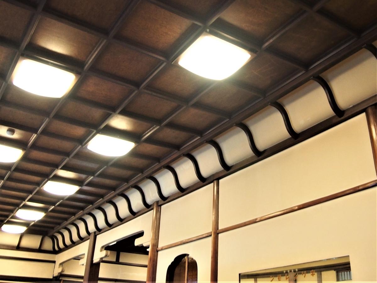 食堂の天井の写真