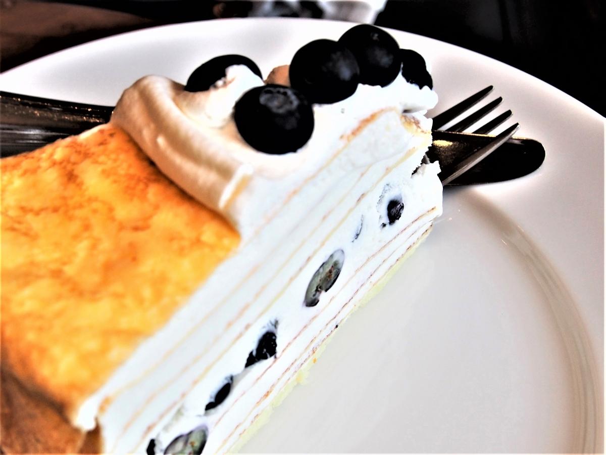 ブルーベリーとクリームチーズのミルクレープ