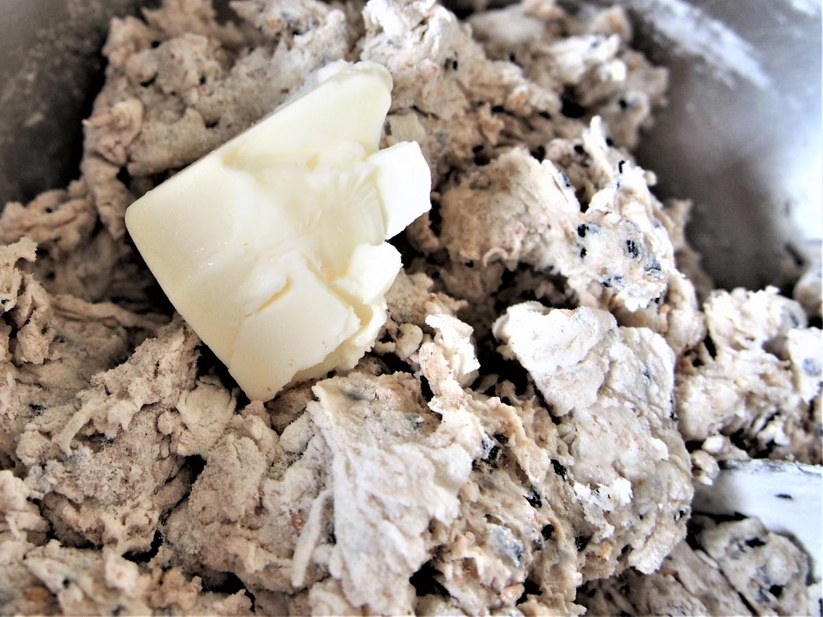 バターを加えたパン生地