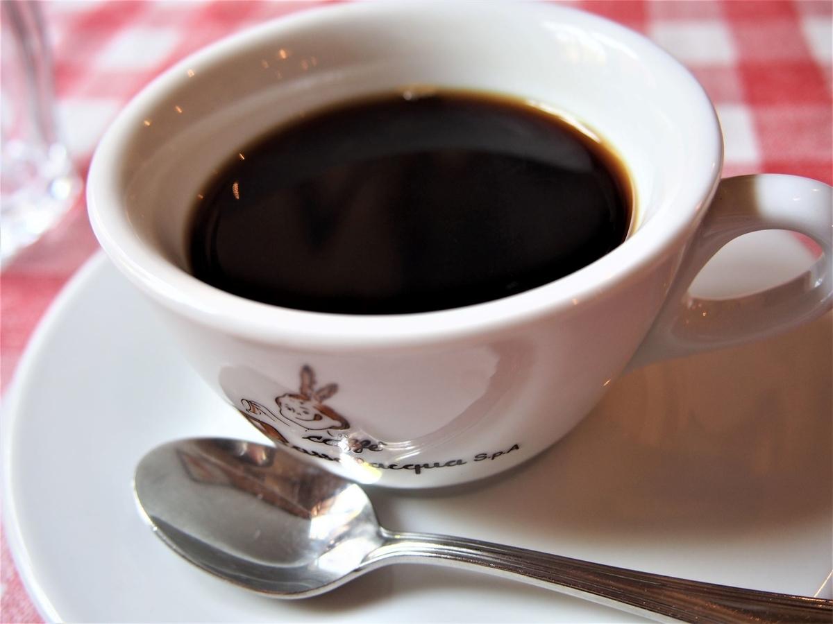 ランチタイム後のホットコーヒー