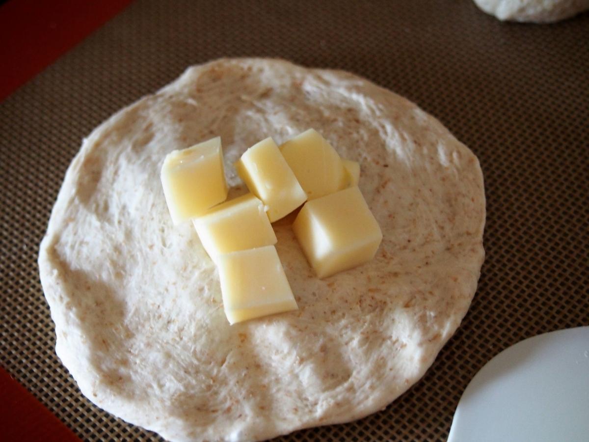 ダイスチーズを包む