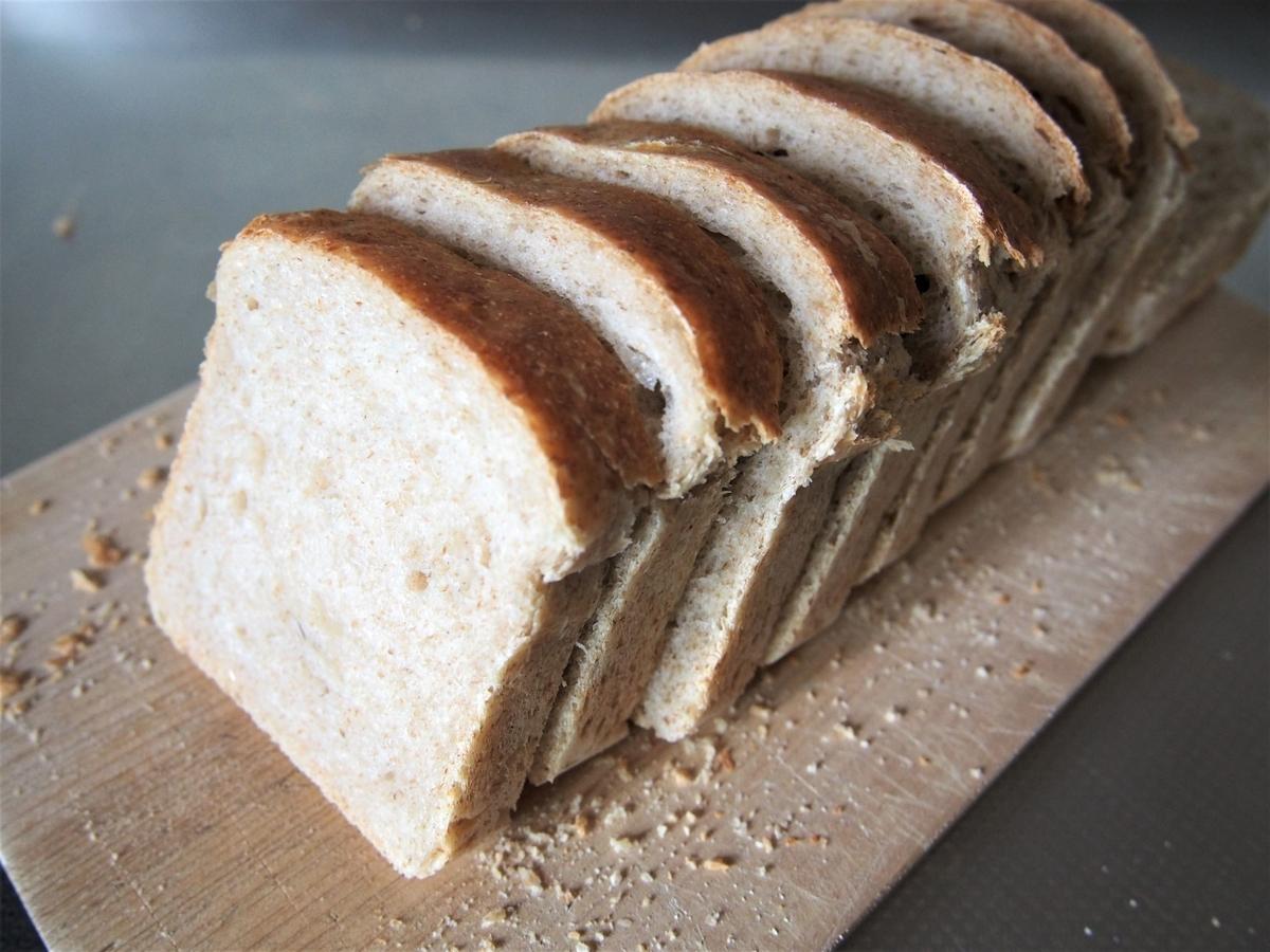 ワンローフ形成の食パンのスライス画像