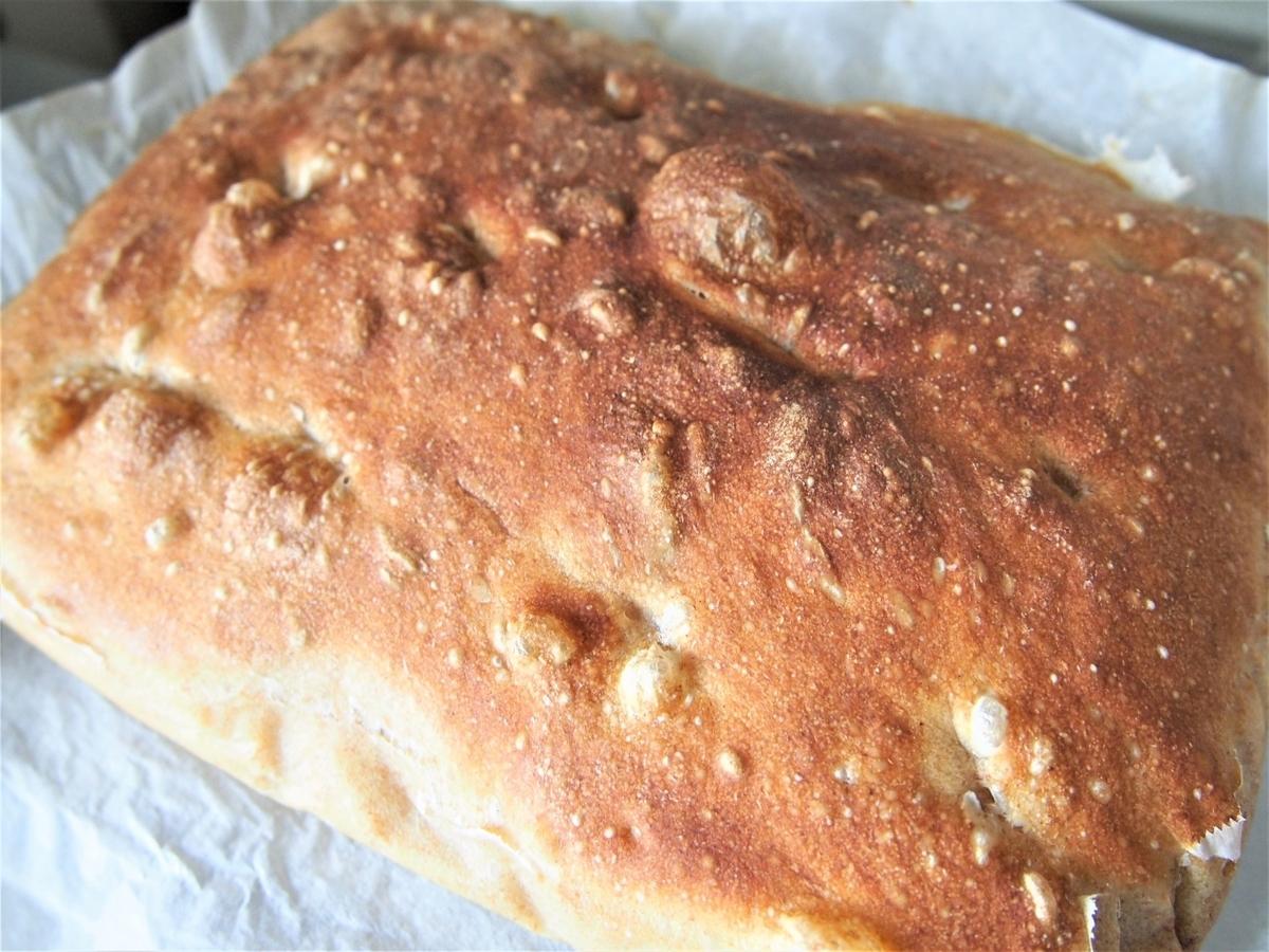 焼き立てのパネトーネマザー酵母パン