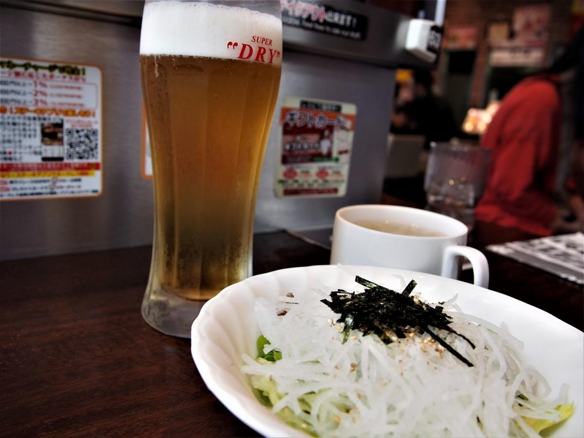 大根和風サラダとグラス生ビール