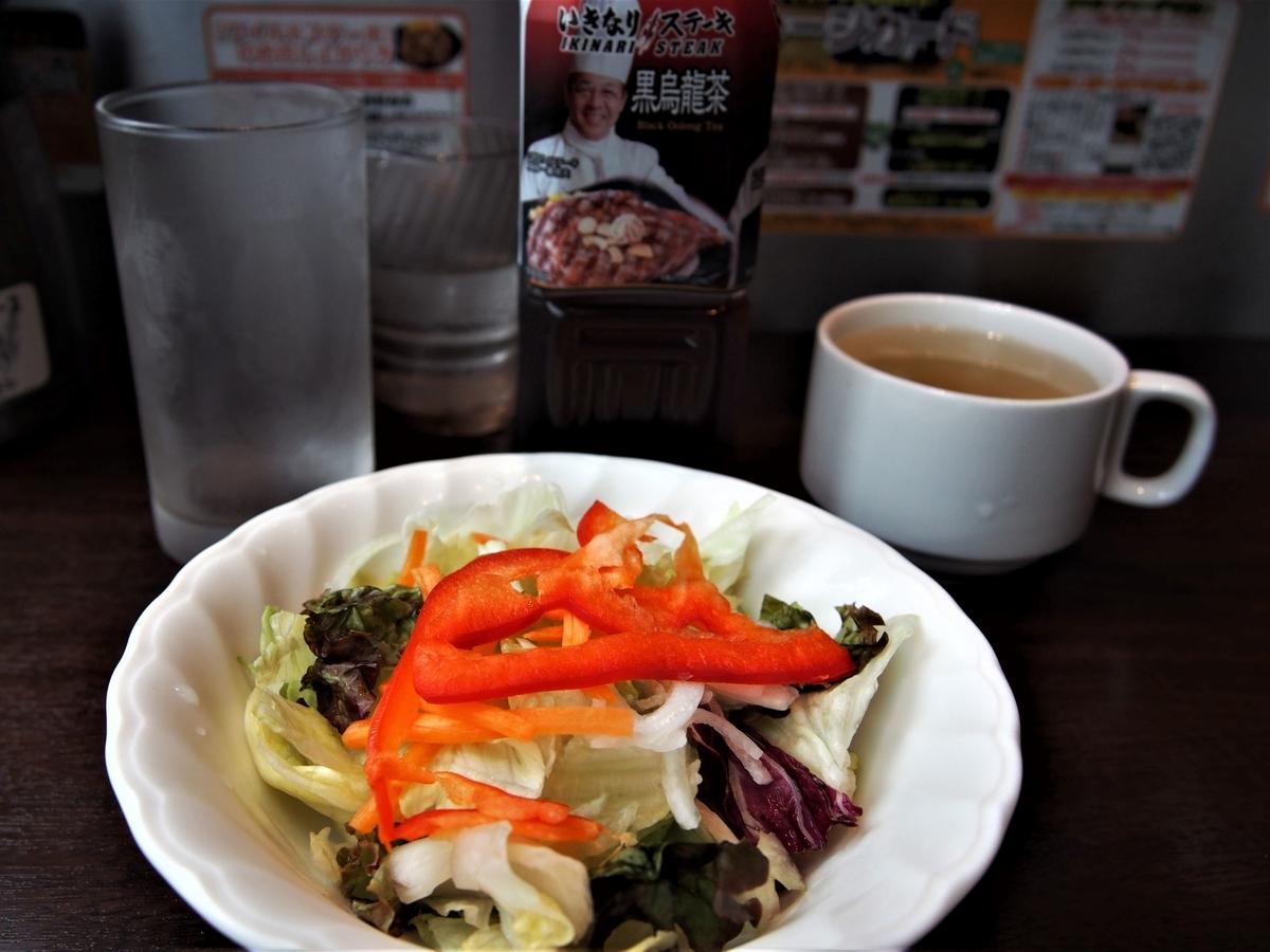 レタスミックスサラダとビーフスープ