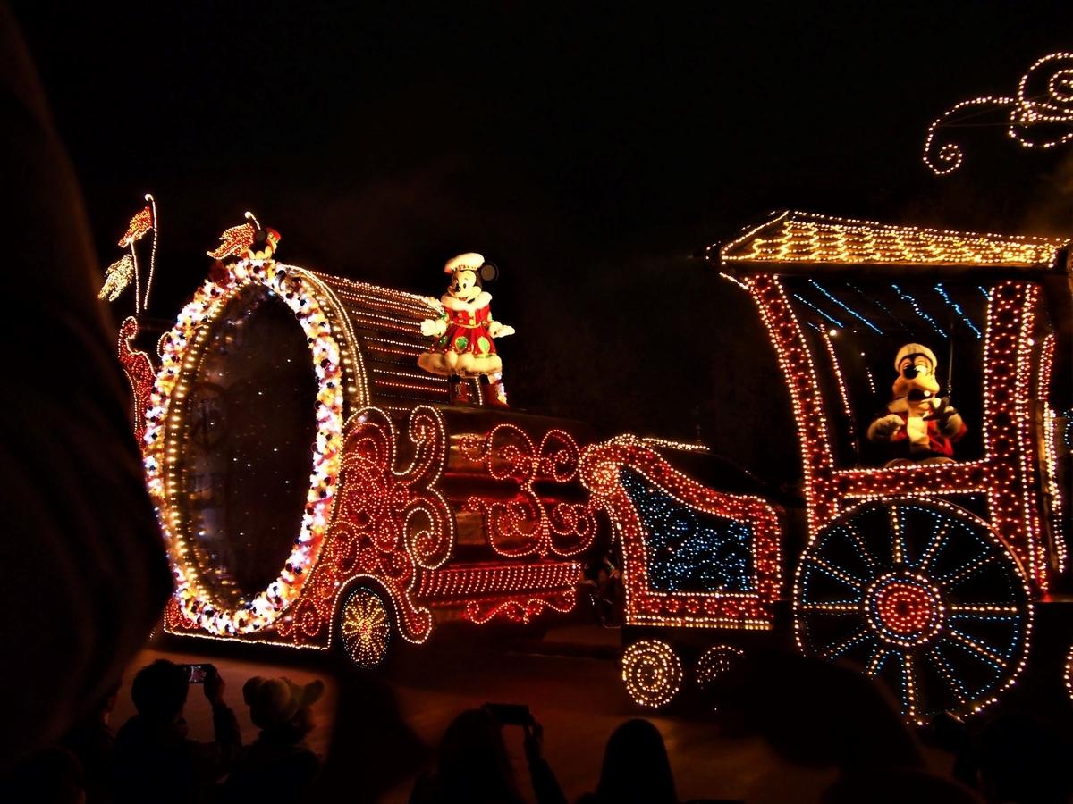 2019年のディズニーランド夜のパレード