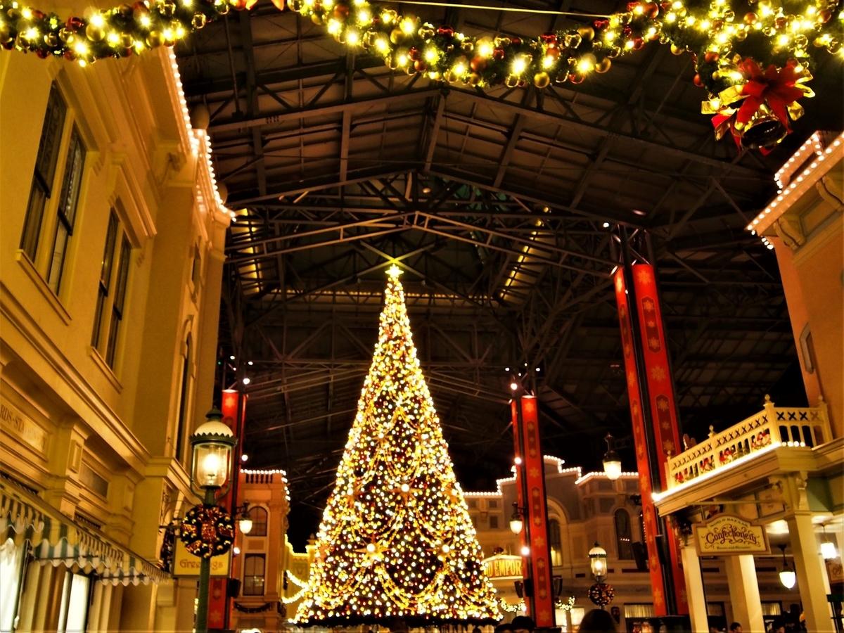 東京ディズニーランドのクリスマスツリー・ライトアップ