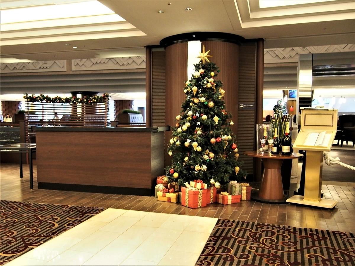 シェラトン舞浜エントランスのクリスマスツリー