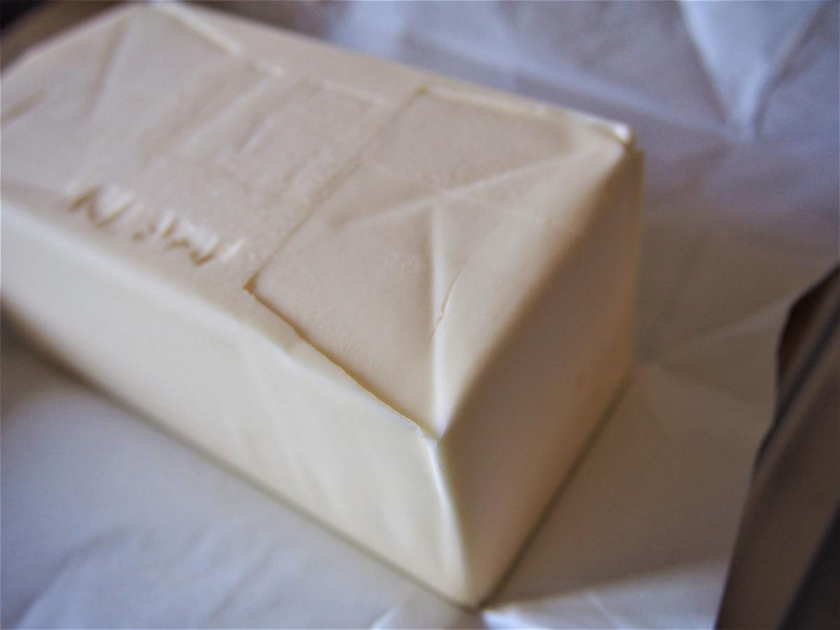 カルピス社の無塩発酵バターの色