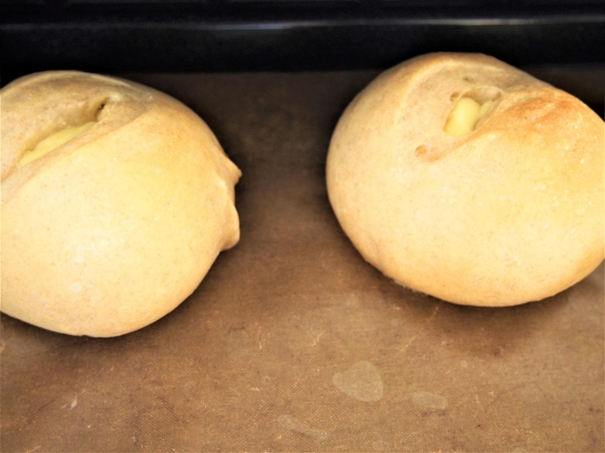 手作り(手ごね)のプロセスチーズパン焼き立て