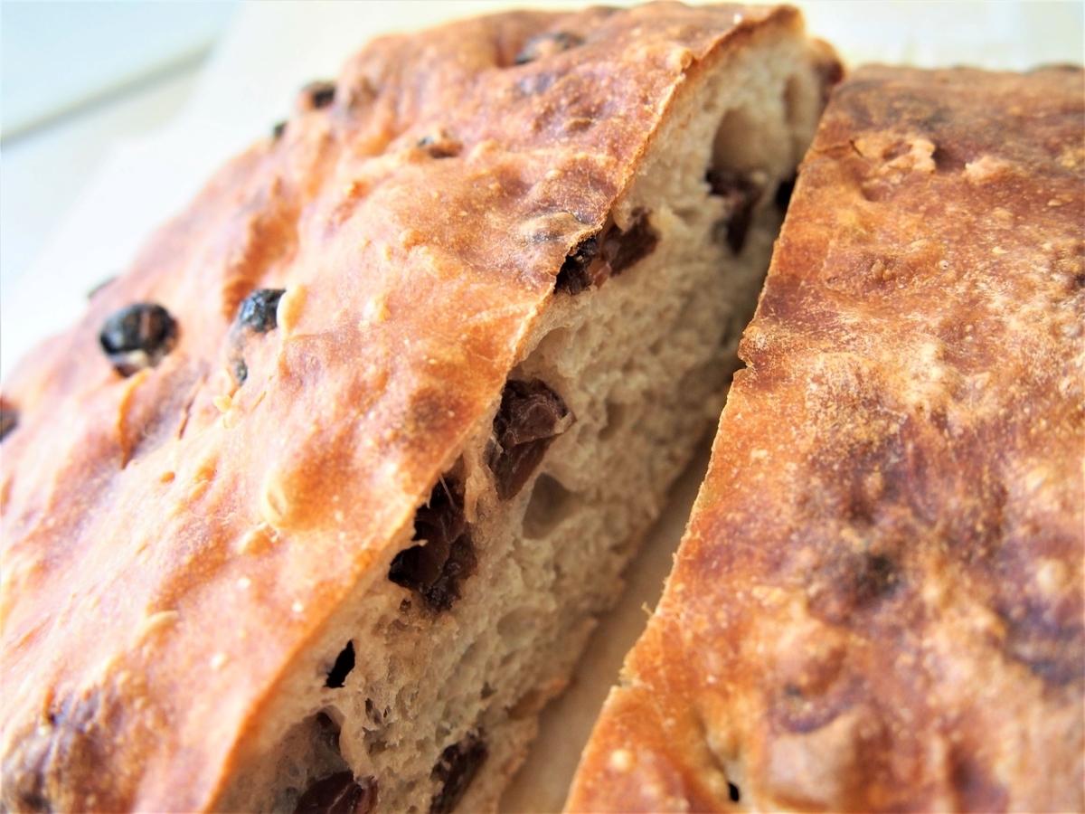 レーズンのこねないパン・断面