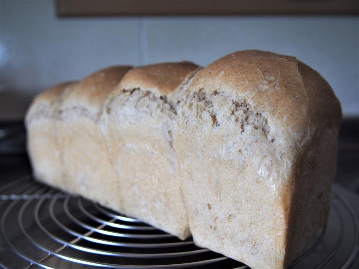 ココナッツオイルとライ麦のミニ食パン