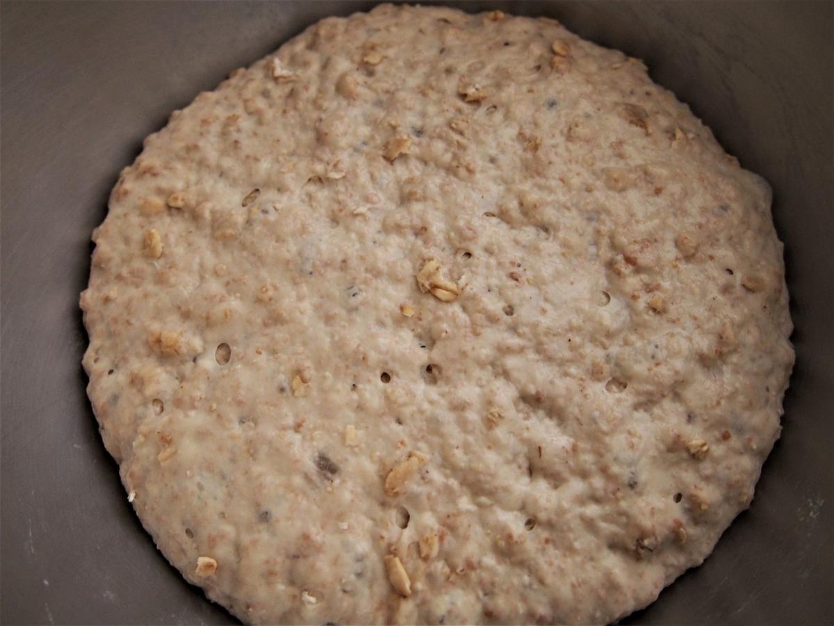 オートミールのパン生地・一次発酵完了