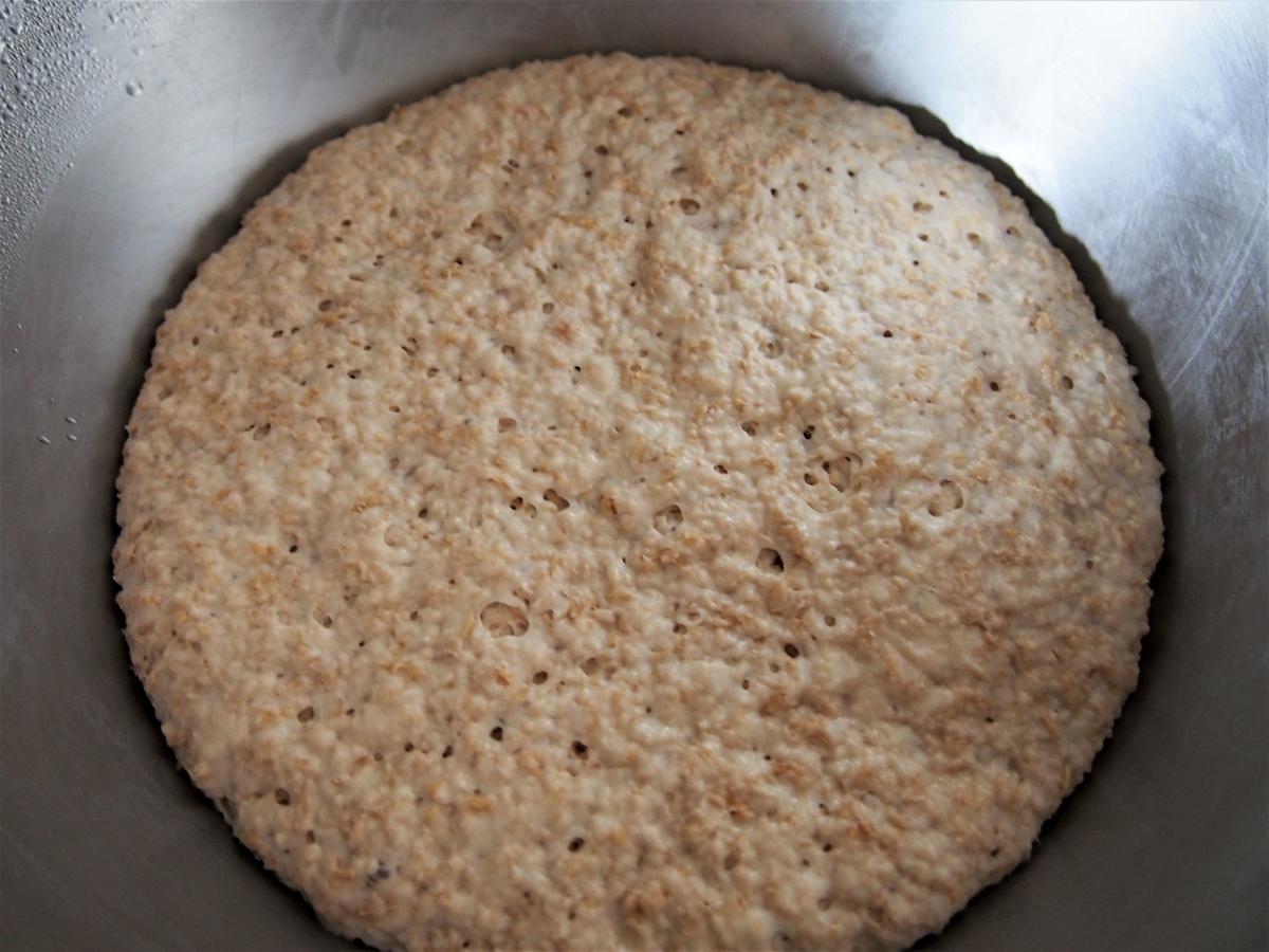 長時間発酵させた小麦ふすまのパン生地
