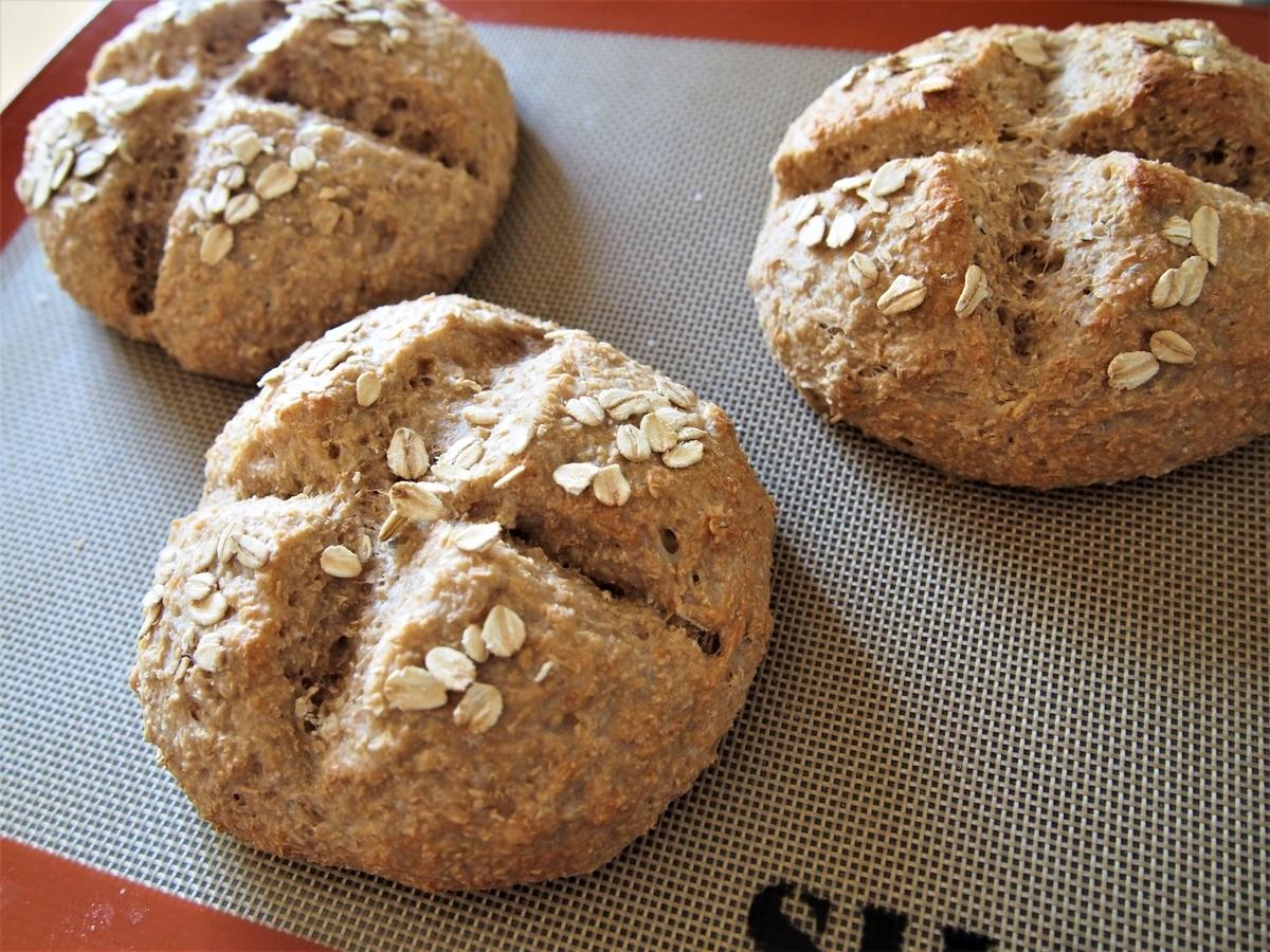 オートミール、スペルト小麦、小麦ふすまで作ったパン
