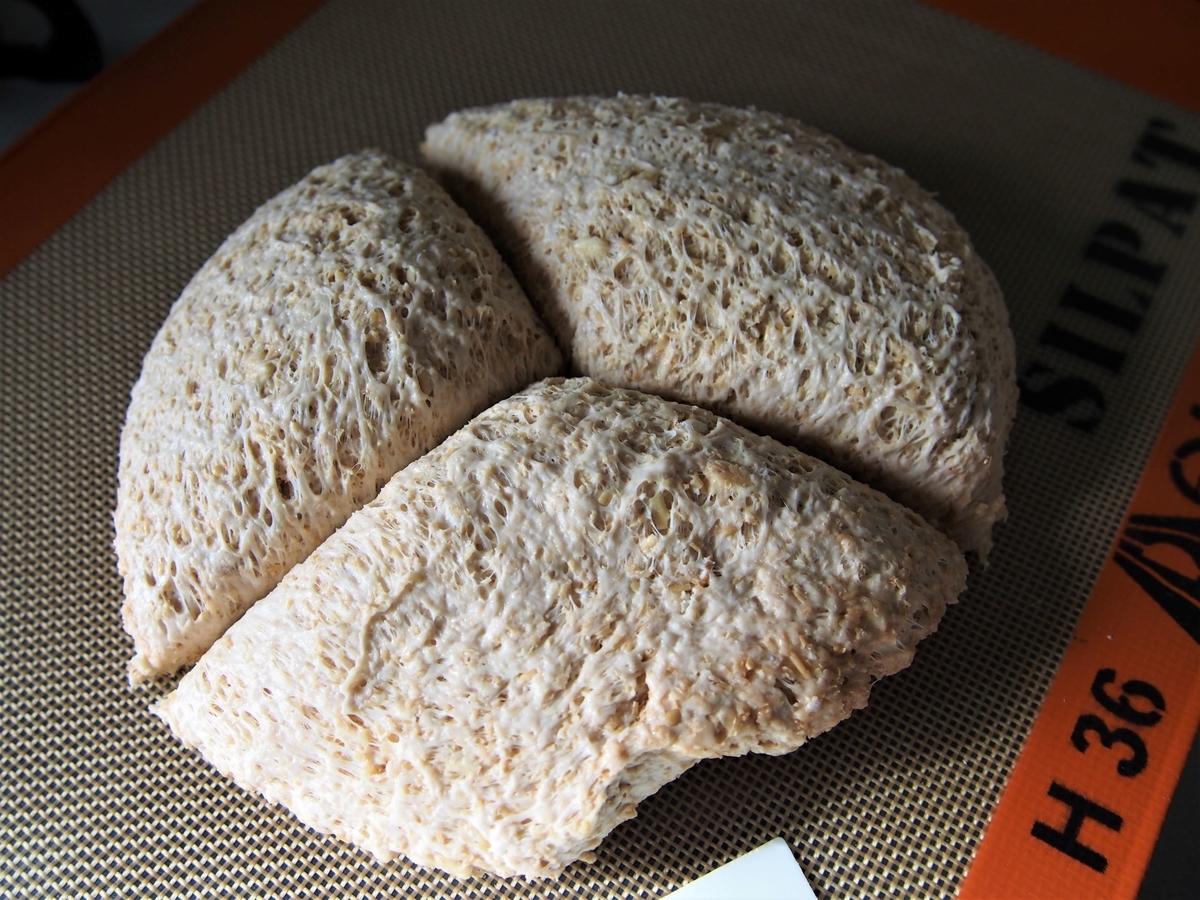 パンの生地に分割の印をつける
