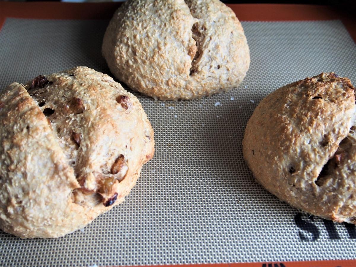 小麦ふすま入りのラムレーズンのパン・焼き上がり