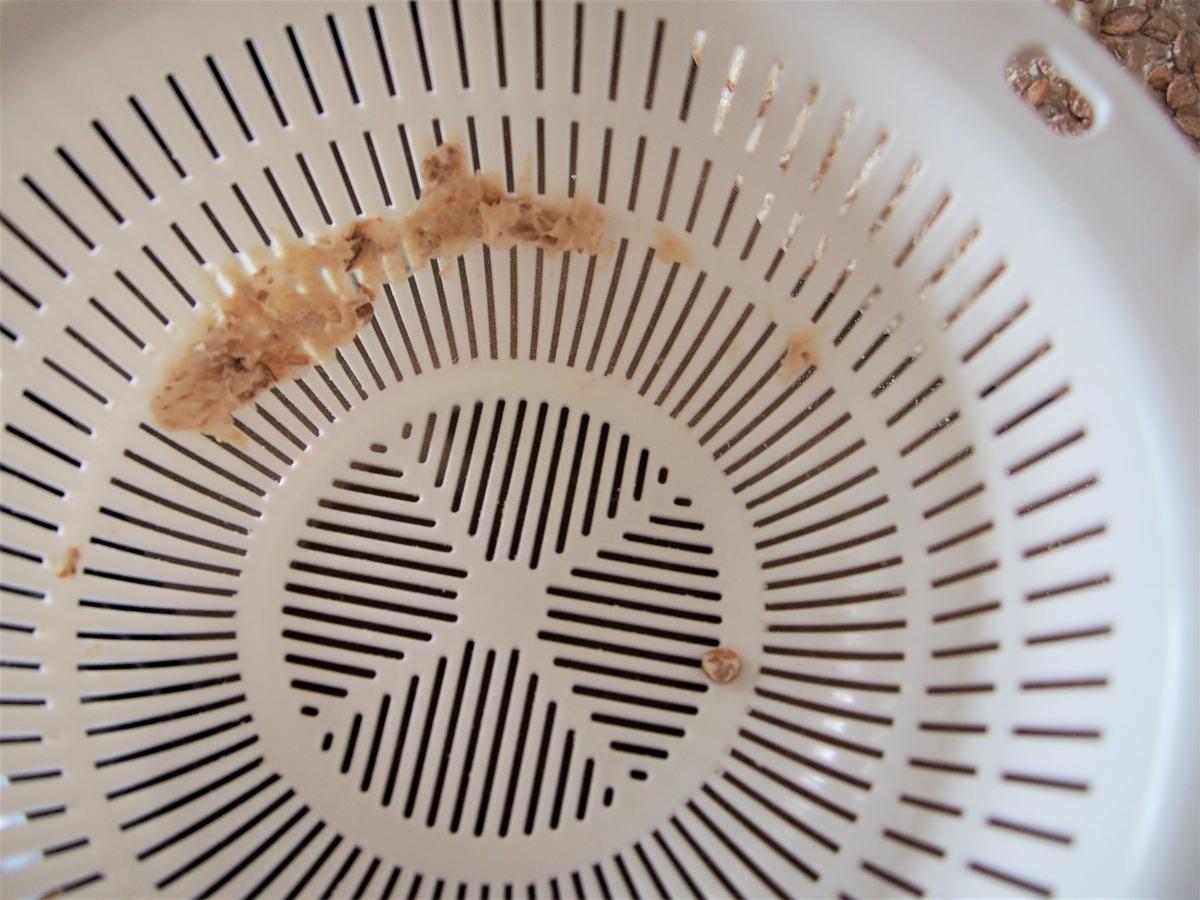 プラスチックに残ってしまったパン生地