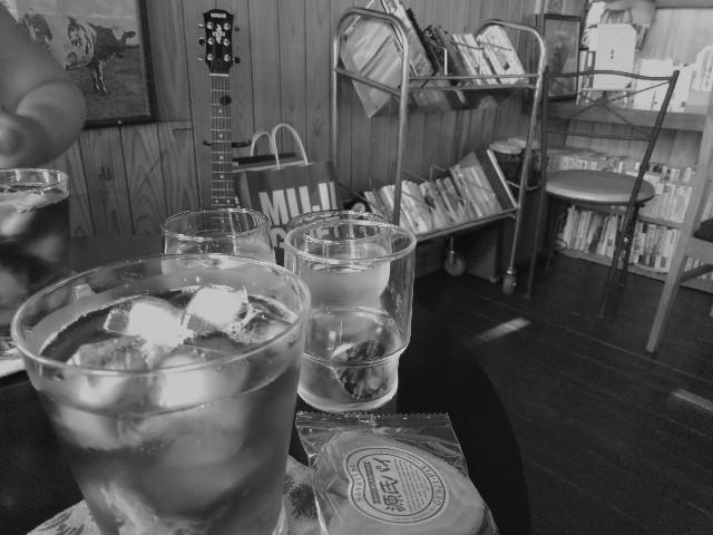 ブックカフェ八月の鯨