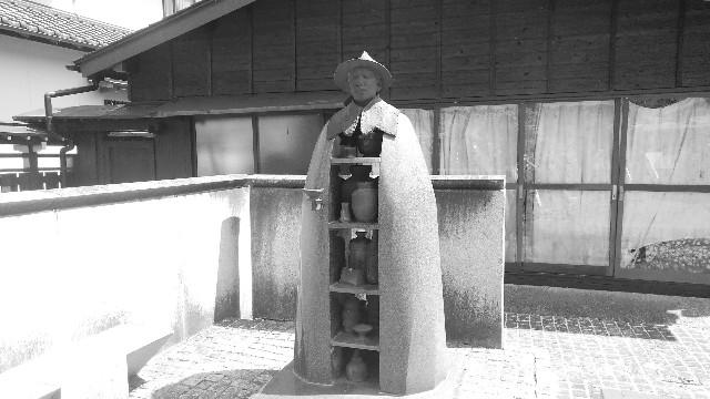 鳳来寺の若山牧水像