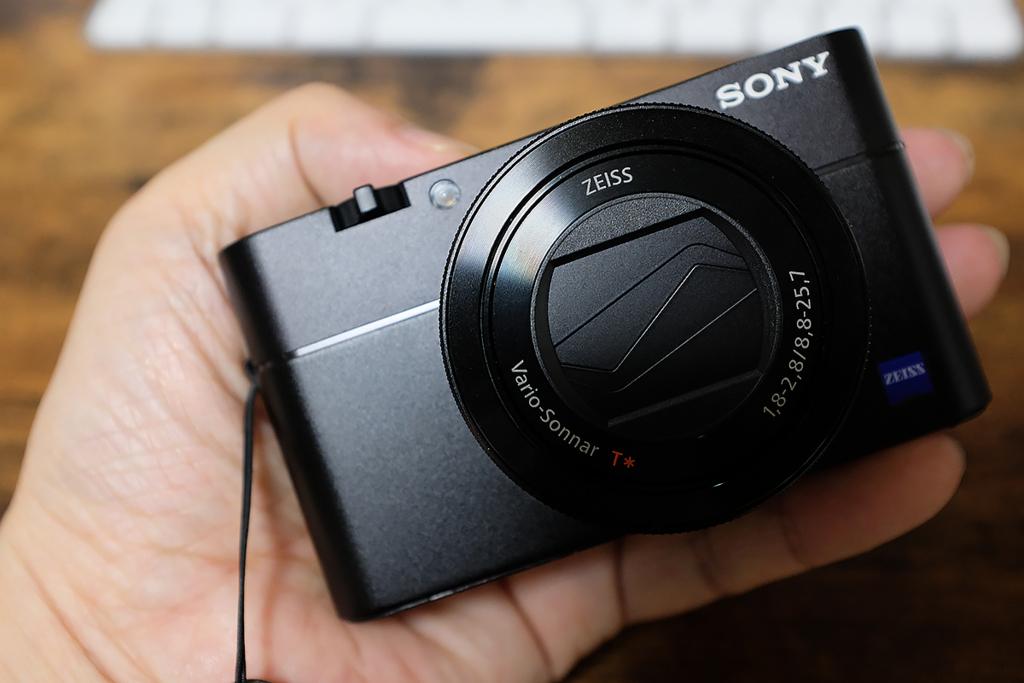 【レビュー】SONY RX100M5が届いた。ソニーはすごい。こんなアクロバティックなコンデジ唯一無二。