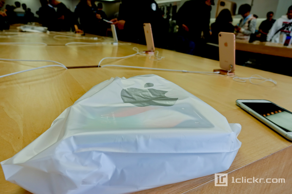 iPhone X |Apple Store店舗でのチェックイン受取(パーソナルピックアップ)の方法と福岡天神ストアの様子
