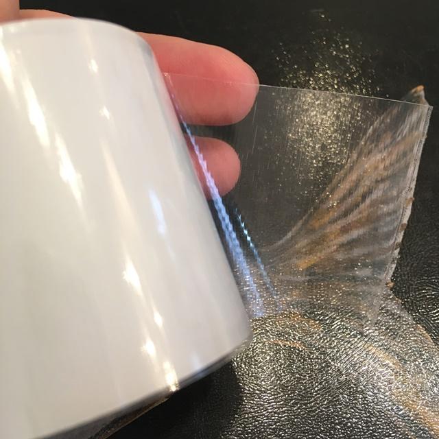強力補修テープの拡大図、テープに筋が見える