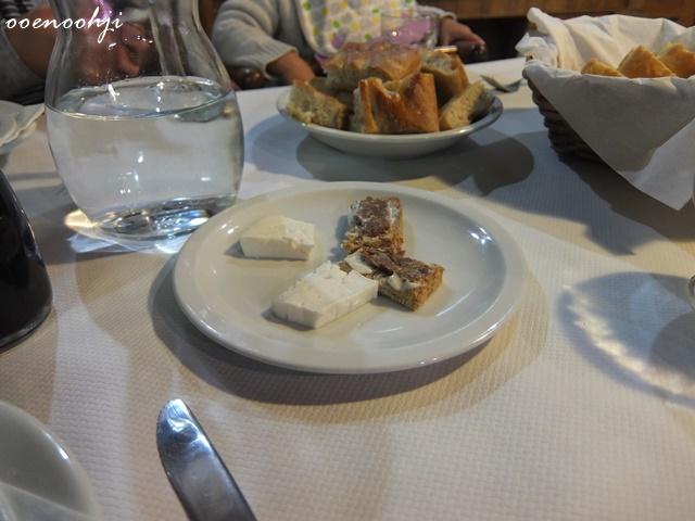 イタリア・ジェノバで利用したアグリツーリズモホテルで食べた自家製チーズ