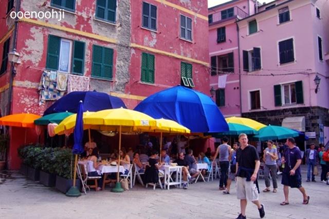 italy cinque terre vernazza cafe
