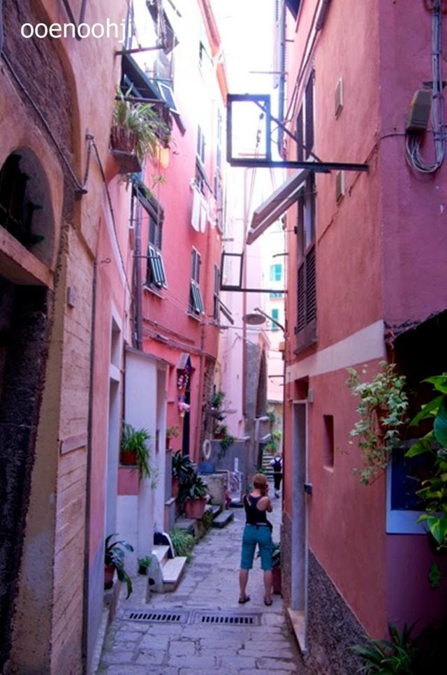 italy cinque terre vernazza cityscape