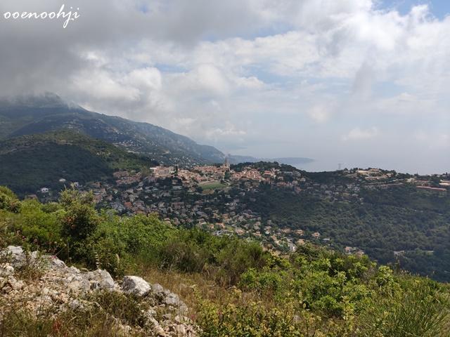 山から鷲ノ巣村を見下ろして撮影した写真