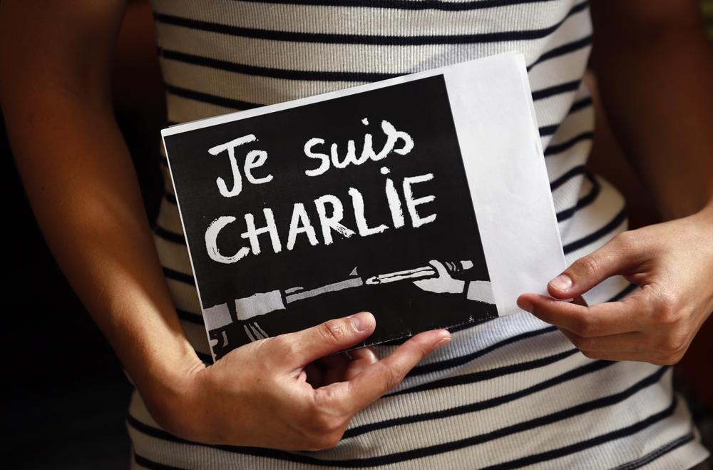 """パリ新聞社(シャルリー・エブド)襲撃事件で使われたメッセージ """"Je suis CHARLIE"""""""