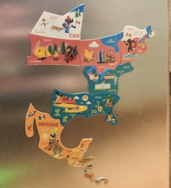 子供のお菓子のおまけで付いているアメリカ大陸地図のマグネット