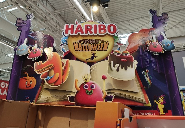 フランスのスーパーマーケットのハロウィンコーナー【HARIBO】