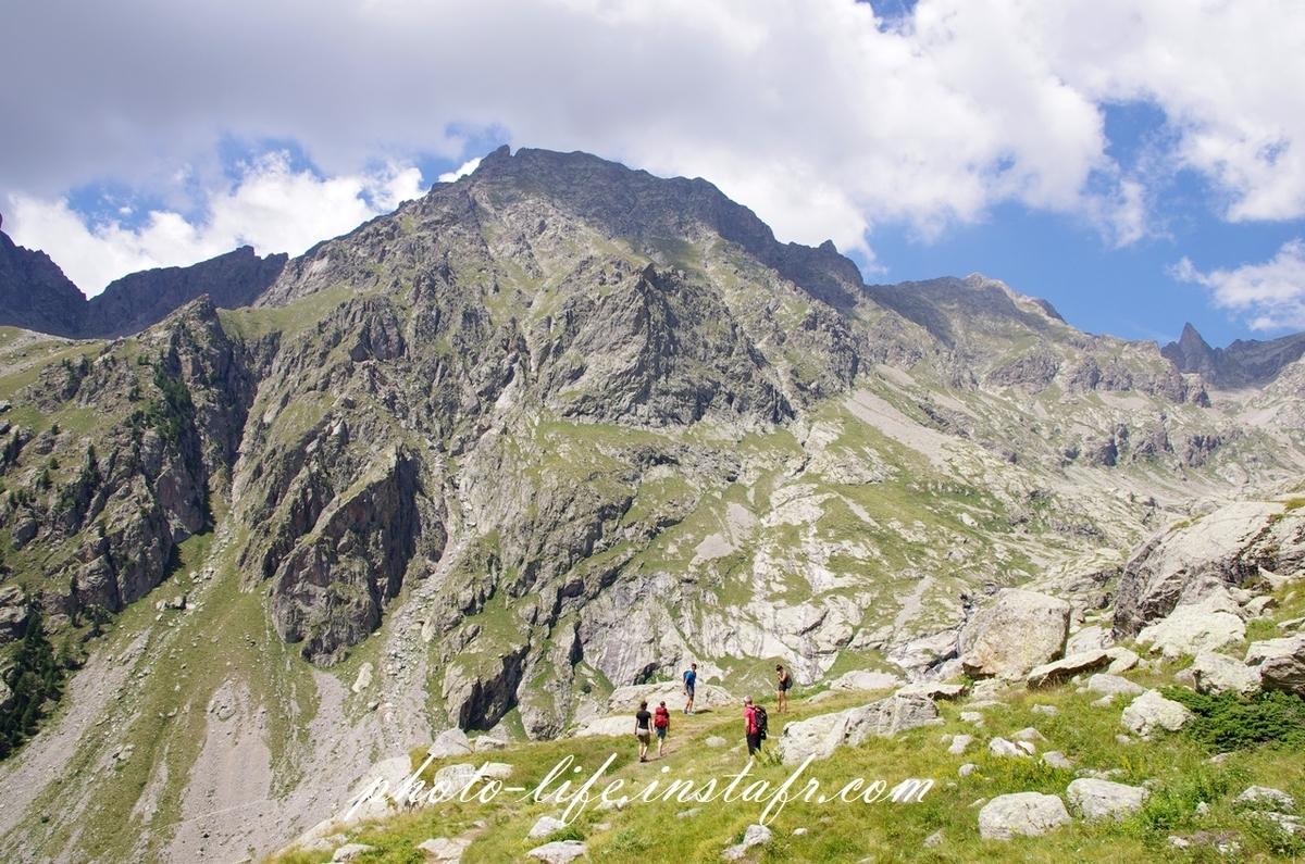レンズ sigma 17-70mm f2.8-4 DC MACRO Contemporary C013で登山の様子を撮影