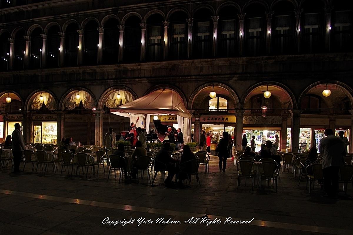 ヴェネツィア:夜のカフェ in サン・マルコ広場