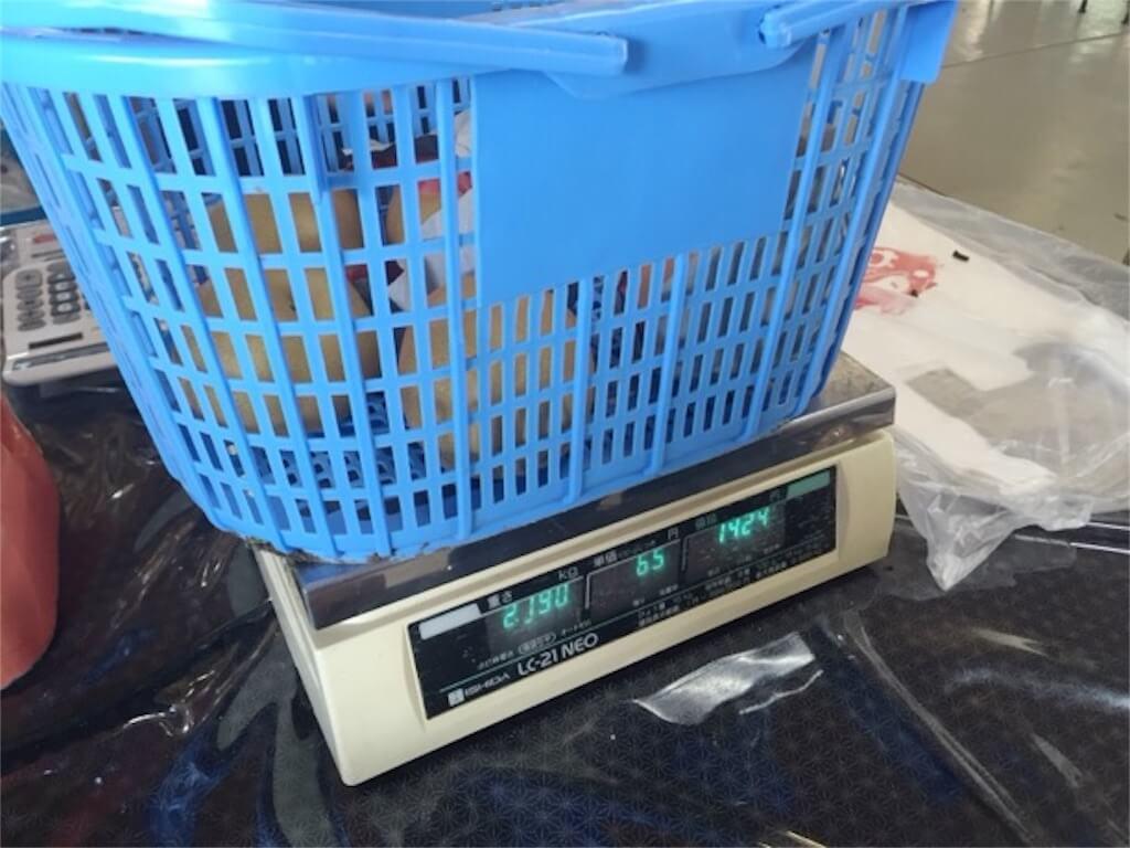 収穫した梨の重さ測定
