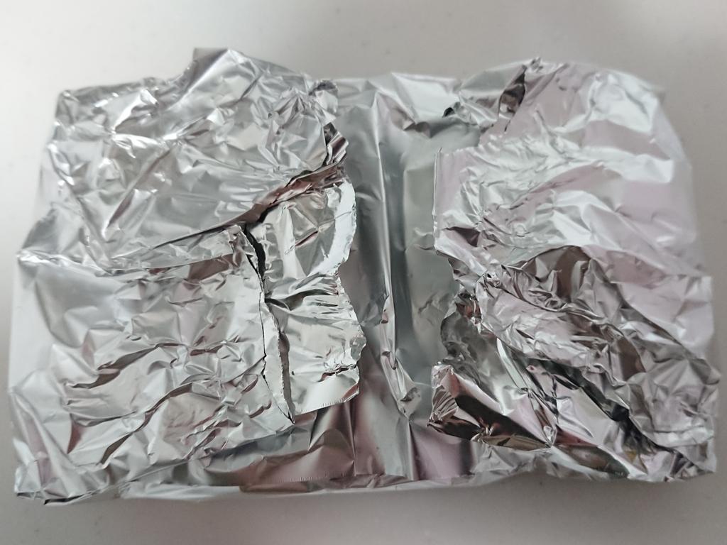 アルミホイルに包まれた野菜