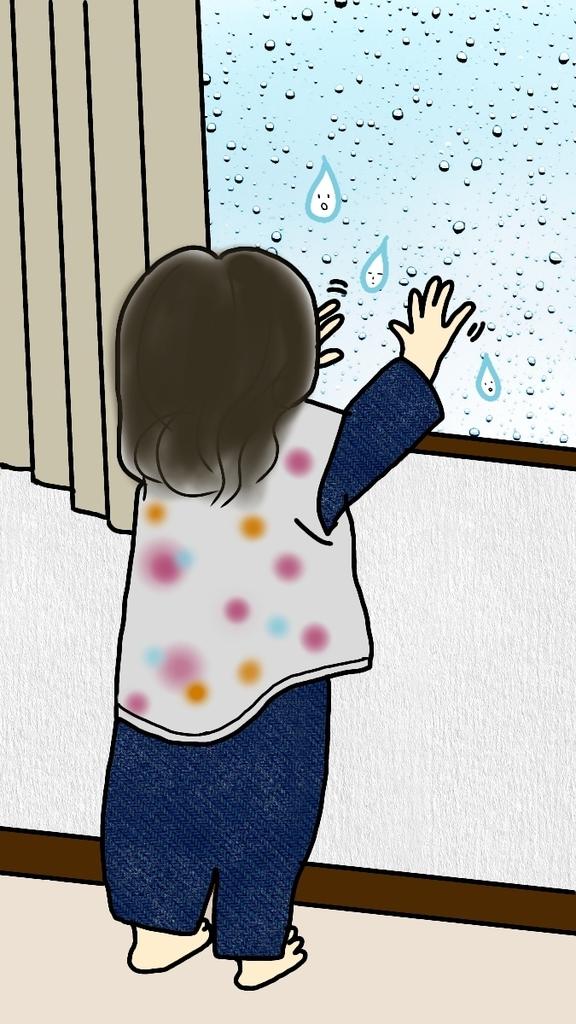 窓の結露で遊ぶ子供